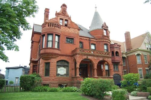 Picture of Schuster Mansion Bed & Breakfast