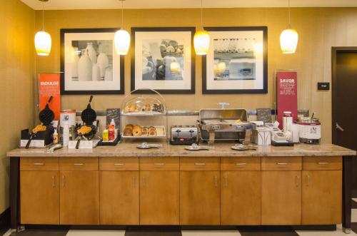 Hampton Inn & Suites Houston North IAH, TX Photo