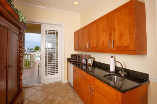 Key West Harbour Oceanfront Suites Photo