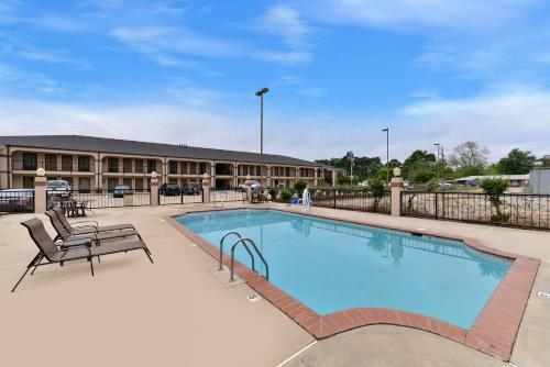Mockingbird Inn & Suites Photo