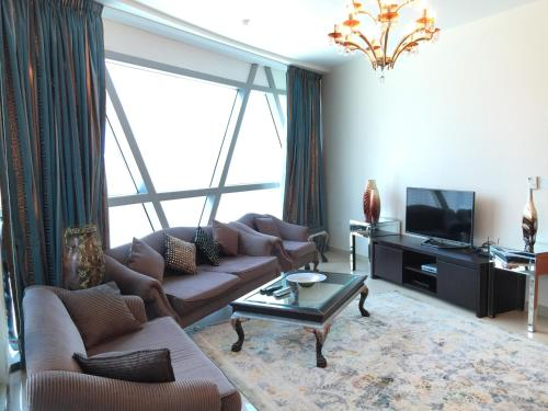 Luxury Two Bedroom Apartment - фото 0