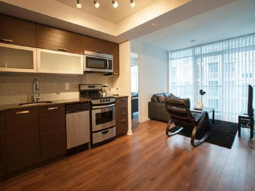 Elite Suites - 2 Bedroom Queen West Condo Photo