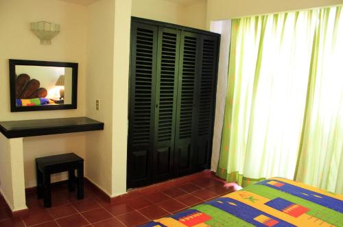 Suites Plaza del Rio Photo