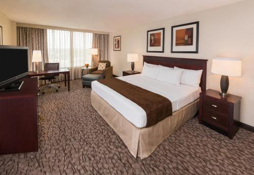 DoubleTree by Hilton Lafayette Photo