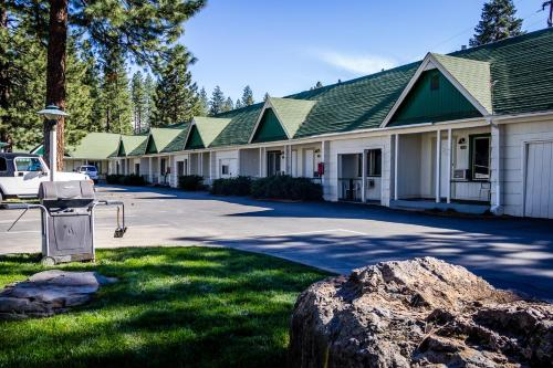 Green Gables Motel & Suites Photo