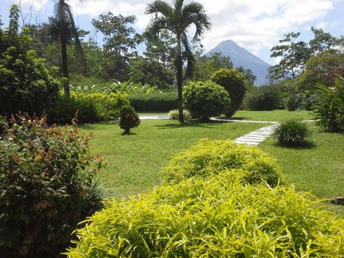 Hotel Tangara Arenal B&B Photo