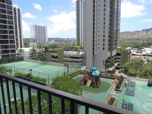 Waikiki Banyan Apt walk to the beach Free Wi-Fi & parking - Honolulu, HI 96815