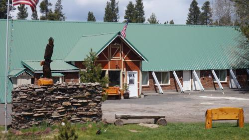 Eagle Crater Lake Inn Photo