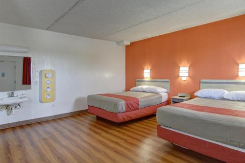Motel 6 Cleveland International Airport - North Ridgeville -  star rating for travel with kids