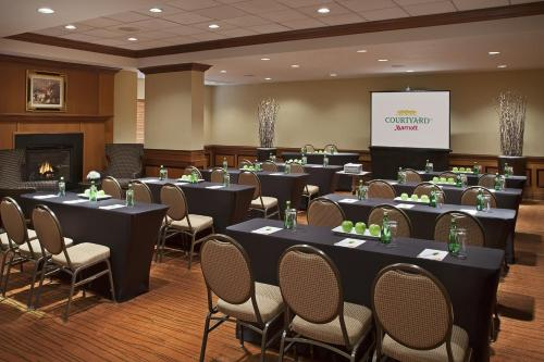 Courtyard by Marriott Toronto Airport photo 8