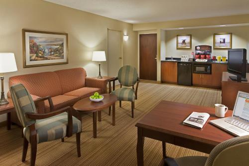 Courtyard by Marriott Toronto Airport Photo