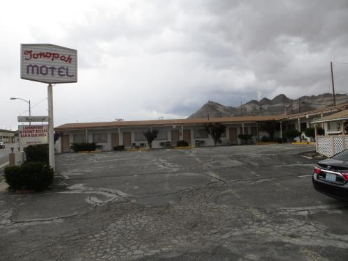 Tonopah Motel Photo