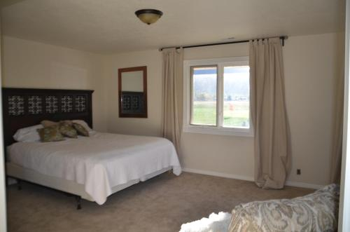 Utah Ski and Lake Vacation Rental Photo