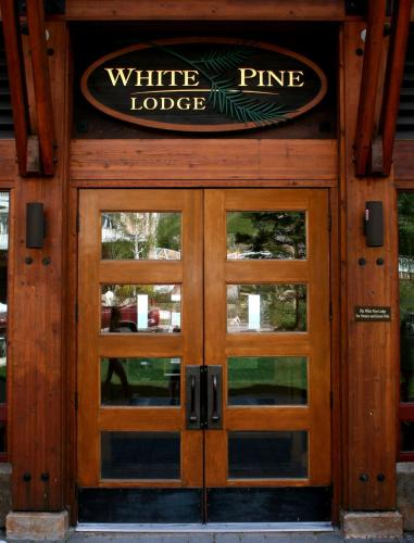 Schweitzer Mountain Resort White Pine Lodge Photo