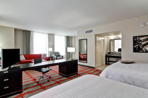 Hampton Inn and Suites Cincinnati - Downtown Photo