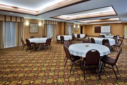 Holiday Inn Express Hotel & Suites Griffin Photo