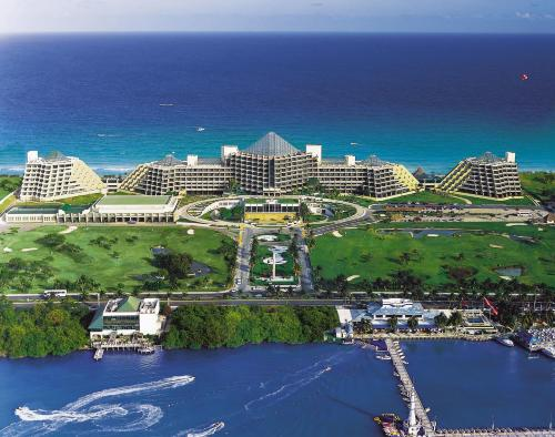 Royal Service at Paradisus Cancun Photo
