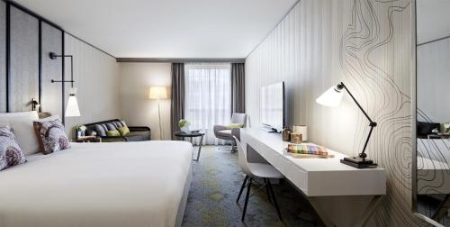 Renaissance Paris La Defense Hotel, Пюто