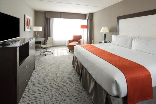 Holiday Inn Hotel & Suites Davenport Photo