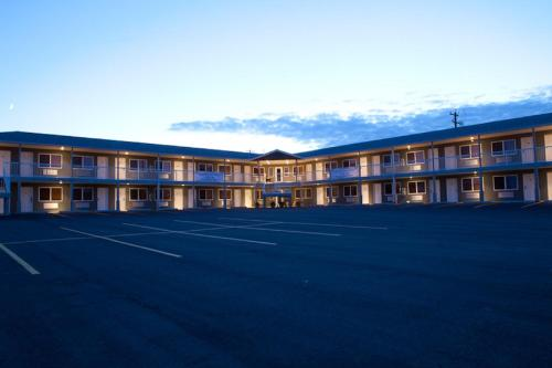 Shoreside Inn & Suites Photo