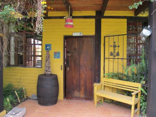 Yellow Guest House Photo