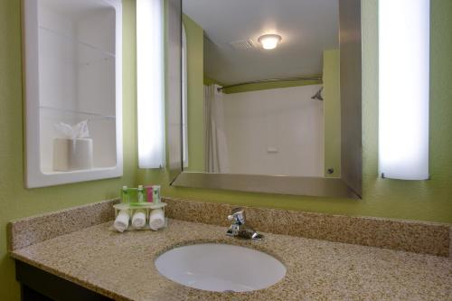 Holiday Inn Express Hotel Raleigh Southwest Photo