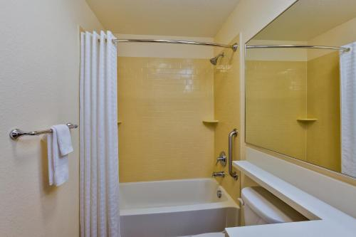 Candlewood Suites Tucson Photo