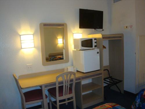 Motel 6 Lake Havasu City - Lakeside Photo