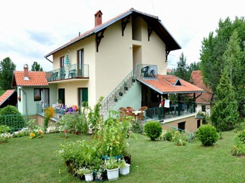 http://www.booking.com/hotel/rs/guest-house-dalmatinka.html?aid=1728672