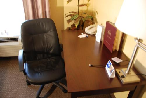 Holiday Inn Express Hotel & Suites Sebring - Sebring, FL 33870