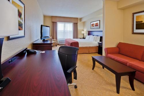 Holiday Inn Express & Suites Lakeland Photo