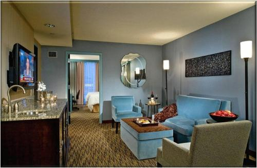 Crowne Plaza Hotel Glen Ellyn/Lombard Photo