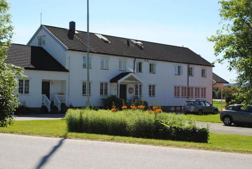 Photo of Grong Gård Guesthouse Hotel Bed and Breakfast Accommodation in Grong N/A