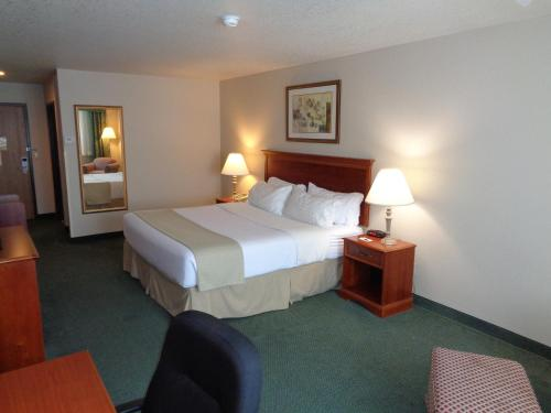 Country Inn & Suites Sidney Photo