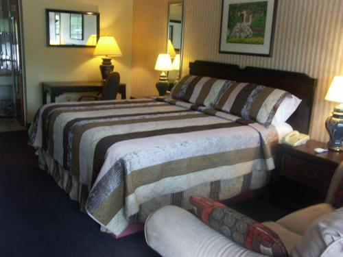 Deerwood Resort Motel and Campgrounds Photo