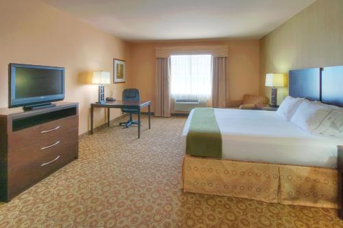 Holiday Inn Express & Suites Pecos Photo