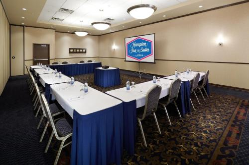 Hampton Inn & Suites Montreal-Dorval Photo