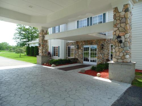 American Inn and Suites Houghton Lake Photo