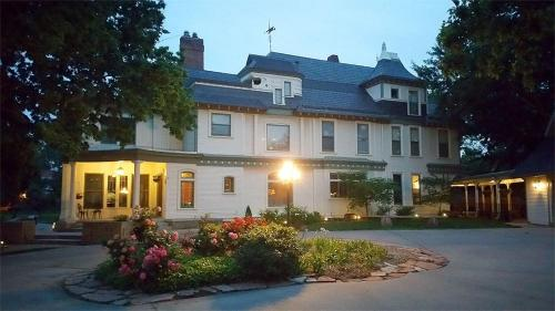 Picture of Wellington Place Inn