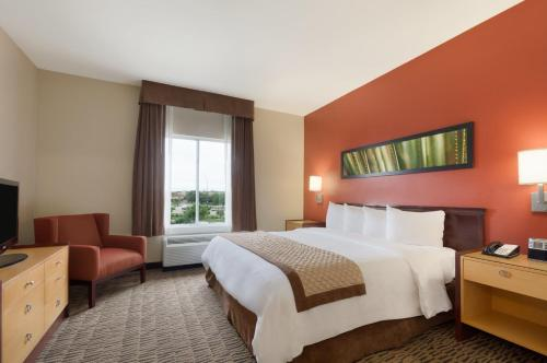 Hawthorn Suites by Wyndham College Station Photo