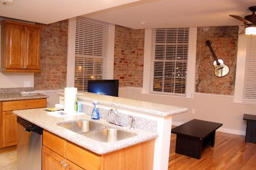 French Quarter Luxury Suite 302 Photo