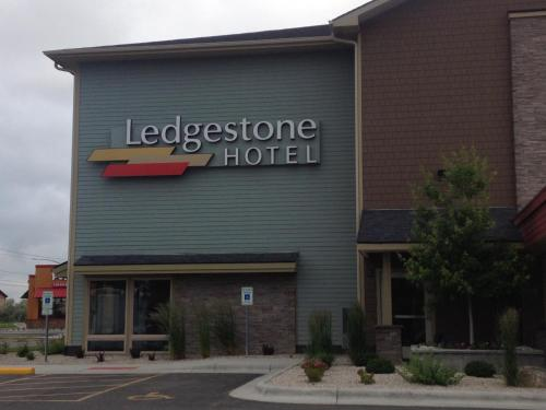 Ledgestone Hotel Billings Photo