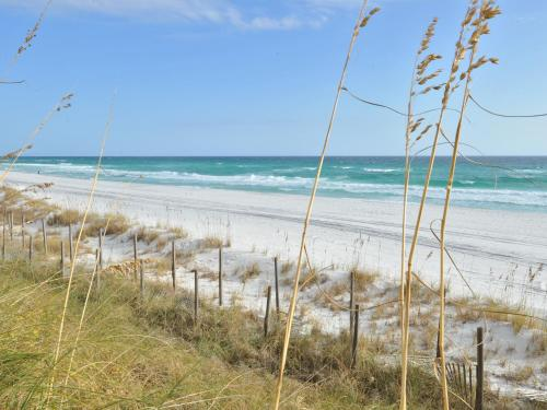 Beach House Condominiums by Wyndham Vacation Rentals - Destin, FL 32550
