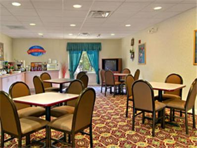 Econo Lodge Inn & Suites Marietta