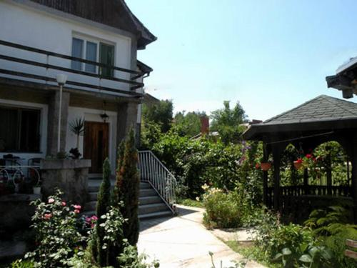 http://www.booking.com/hotel/rs/guest-house-bogdanovic.html?aid=1728672