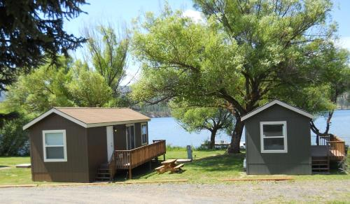 Photo of Willow Bay Resort & Marina Bed and Breakfast Hotel Accommodation in Nine Mile Falls Washington