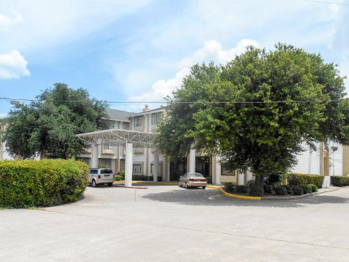 Motel 6 Houston North-Spring Photo