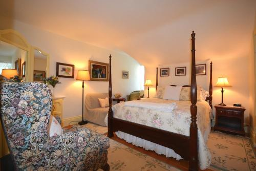 1842 Bed & Breakfast Photo