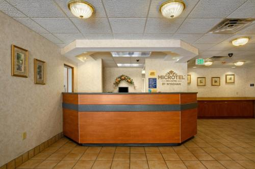 Microtel Inn & Suites by Wyndham Charlotte/Northlake Photo