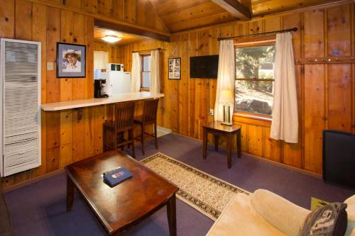 Holiday Haus - Mammoth Lakes, CA 93546